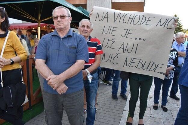Protestujúci Vranovčania.