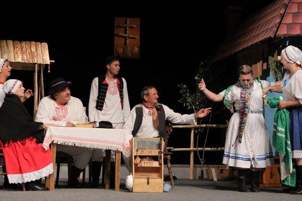 Žabokrecké ochotnícke divadlo predviedlo inscenáciu hry Pani richtárka.