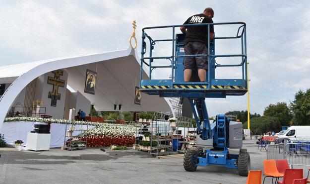 Posledné prípravy pred návštevou pápeža v Prešove.