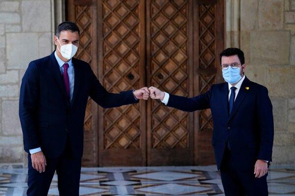 Španielsky premiér Pedro Sánchez a katalánsky prezident Pere Aragones
