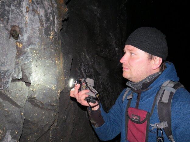 Tomáš Flajs je zoológom Štátnej ochrany prírody v Malej Fatre a člen Spoločnosti pre ochranu netopierov na Slovensku.