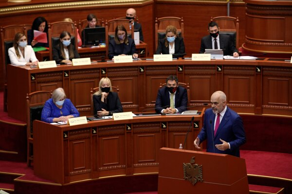 Premiér Edi Rama a nová vláda.