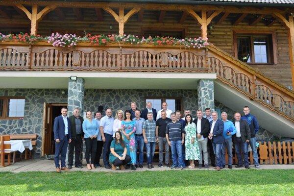 Pracovné stretnutie so zástupcami samospráv okresu Považská Bystrica v rekreačnom zariadení na Chmelisku.