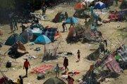 Migranti z Haiti sa utáborili v Texase.