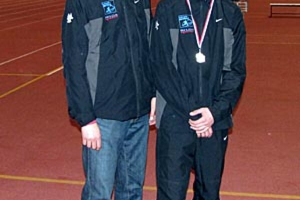 Šéf TJ Stavbár Tibor Danáč (vľavo) so synom Denisom, ktorý patrí do nastupujúcej generácie úspešných atlétov.