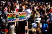 Väčšina Švajčiarov podľa prieskumov uzákonenie homosexuálnych manželstiev podporuje.