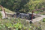 Pri nehode sa zranil aj vodič a ďalší spolucestujúci.