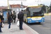 Pre nedostatok pojazdných autobusov i výpadok práceneschopných vodičov sa v košickej MHD dočasne zredukovala výprava spojov.