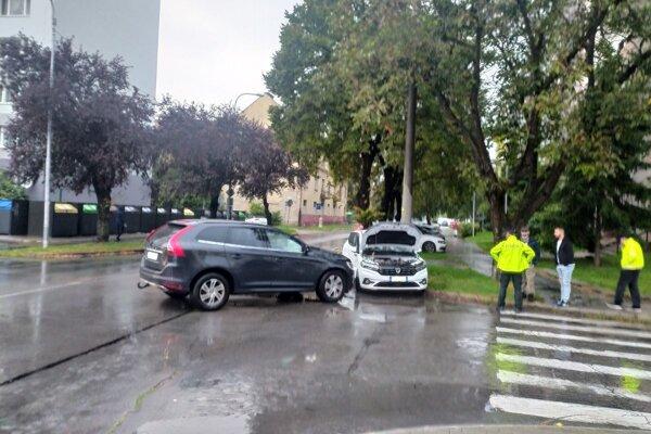 Ďalšia dopravná nehoda sa v Nových Zámkoch stala na križovatke ulíc Hradná - Jazdecká/Jánošíkova.
