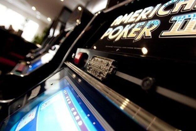 Hazard v Košiciach ostáva, vedenie radnice poslancov nepresvedčilo. Chýbal jeden hlas.