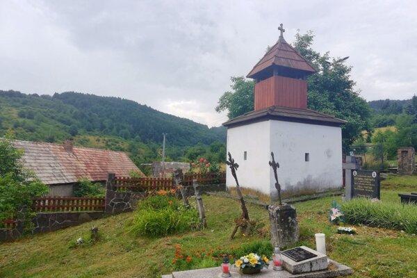 Zvonička na cintoríne v Klokoči.