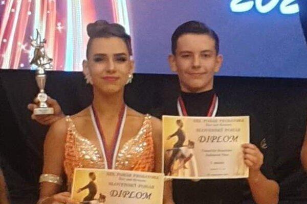 Branislavovi Tomačšinovi ajeho partnerke Nine Saliniovej sa darilo v latinskoamerických tancoch. Získali druhé miesto.
