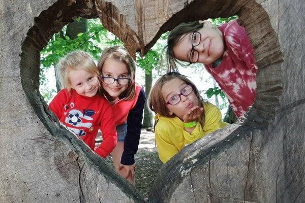 Súrodenci zasadnú do školských lavíc až ako stredoškoláci.