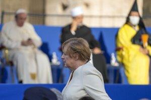 Nemecká kancelárka Angela Merkelová v blízkosti pápeža Františka.