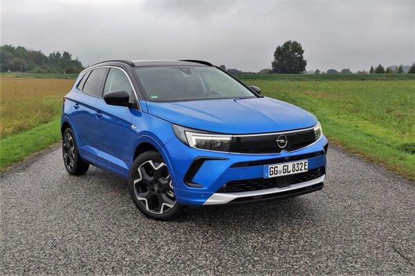 Opel Grandland po facelifte: Štýlovejší, ale za výkon si riadne priplatíte