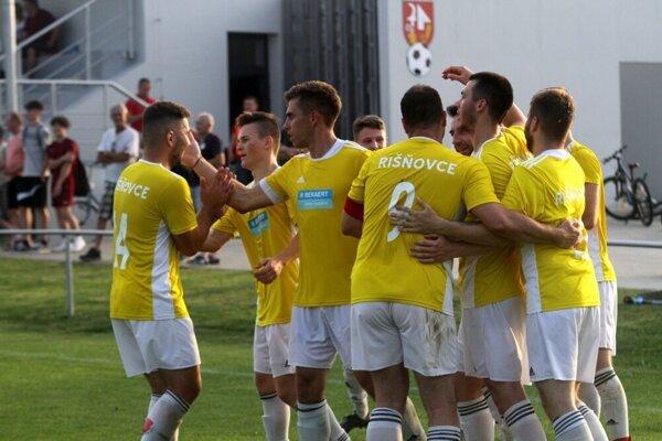 Futbalisti Rišňoviec strelili na pôde Rumanovej sedem gólov.