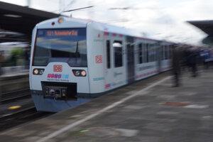 Prvý automatizovaný vlak prichádza na železničnú stanicu v Hamburgu.
