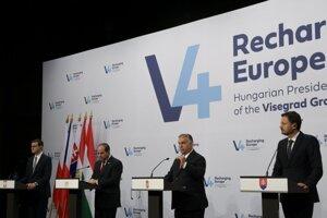 Zľava poľský premiér Mateusz Morawiecki, egyptský prezident Abdel Fattah Sísí, maďarský premiér Viktor Orban a slovenský premiér Eduard Heger.