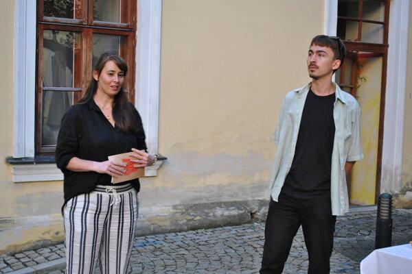 Kurátorka Barbora Kurek Geržová a vizuálny umelec Šimon Chovan.
