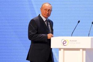 Ruský prezident Vladimir Putin na energetickom fóre v Moskve.