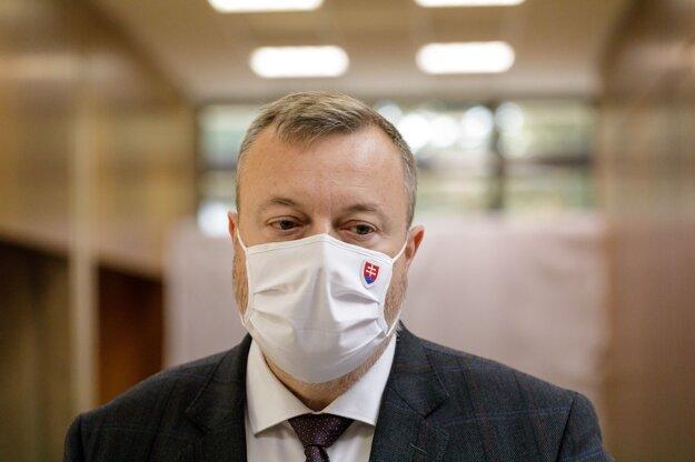 Minister práce Milan Krajniak po rokovaní vlády.
