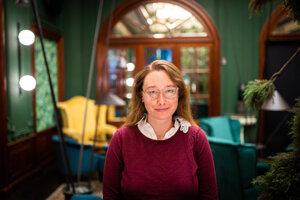 Larisa Thorne sa podieľa na experimentoch, ktoré chcú zistiť hmotnosť neutrína. Táto nepolapiteľná častica už dlhé roky trápi fyzikov.