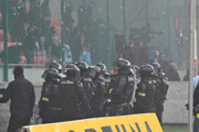 Policajti na zápase Trnava - Slovan.