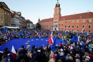 Demonštrácia na podporu členstva Poľska v EÚ vo Varšave.