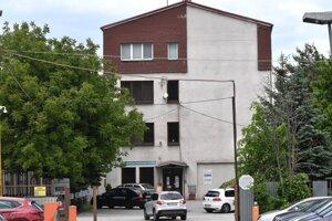 V bytovom podniku sa strhla bitka, zranení boli dvaja zamestnanci.