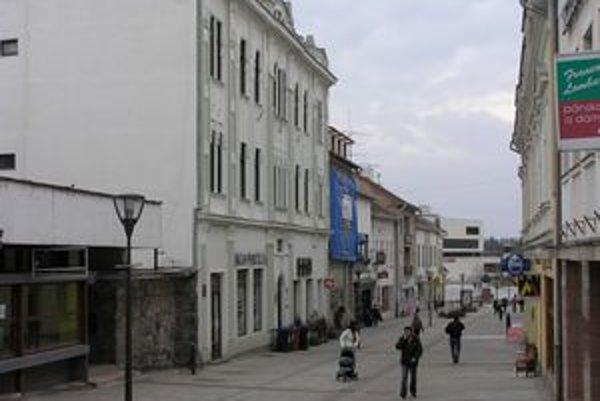 Kultúrna pamiatka na Kupeckej 16 (vľavo) je už v súkromnom vlastníctve.