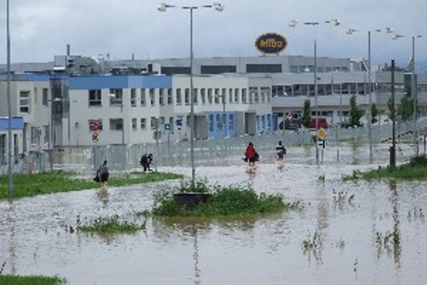 Záplava na niekoľko dní obmedzila prevádzky firiem.