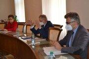 Predsedníctvo Rady partnerstva Nitrianskeho samosprávneho kraja na októbrovom rokovaní vyjadrilo dôrazný nesúhlas s výškou eurofondových zdrojov, ktoré Ministerstvo investícií, regionálneho rozvoja a informatizácie SR určilo na kompetencie rozhodovania regiónov.