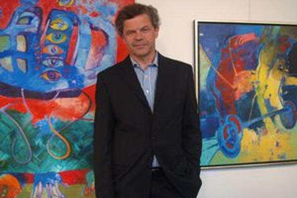 Vladimír Petrík sa v Nitre prezentuje obrazmi z posledných 10 rokov. Prevládajú na nich pestré, žiarivé farby.