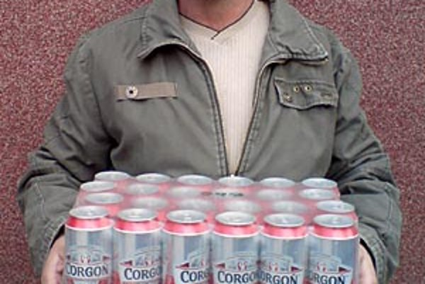 Pre kartón piva Corgoň od spoločnosti Heineken Slovensko si už prišiel víťaz 3. kola Jozef Kóša z Nitry.