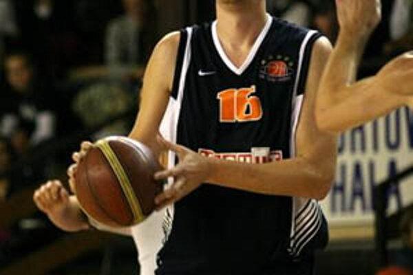 Nitrania vo Svite vybuchli, s loptou Stanislav Votroubek, ktorý zaznamenal 9 bodov.