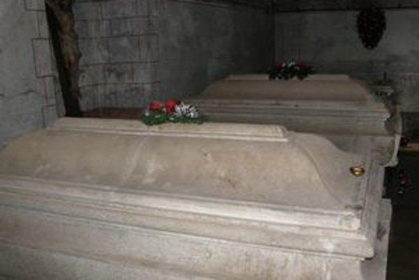 Rodinná hrobka Erdődyovcov v Hlohovci. Vybudovať ju dal gróf Imrich Erdődy. Spolu s ním tu leží manželka Irma a zať Ján Hardegg.