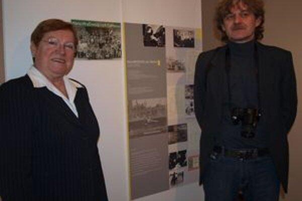 Na výstave Športovci v školských laviciach Mária Mračnová a Ľubomír Čierny.