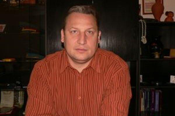 Náčelník Peter Krokavec vníma spoplatnenie čísla 159 ako krok späť.