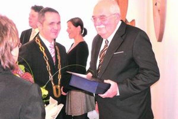 Svetozár Hikel (vľavo)s primátorom.