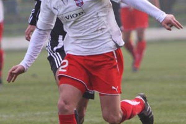 Vionista Martin Chren sa so svojím tímom tešil z víťazstva v Prievidzi 2:0.