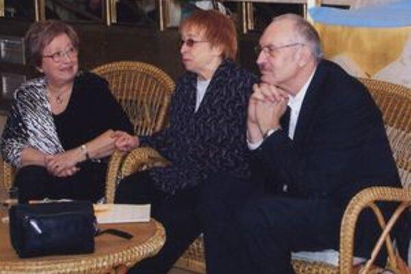 Eva Ruthová (vľavo) na besede v klube s Adelou Gáborovou a Františkom Kovárom.