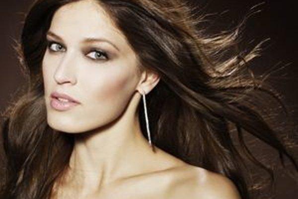 Nitrianka Lea Šindlerová včera odletela na Filipíny, kde nás bude reprezentovať na súťaži krásy Miss Earth 2009.