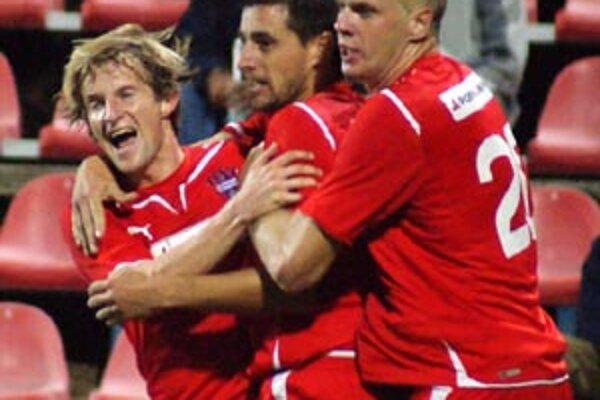 Vionisti po čase potešili priaznivcov, do siete Liptákov strelili päť gólov.