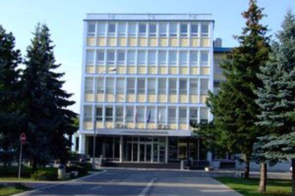 Univerzita Konštantína Filozofa v Nitre študentom odkázala, aby sa naučili robiť s počítačmi.