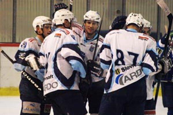 Prvý gól Nitry proti Martinu strelil Miroslav Kováčik (v strede).
