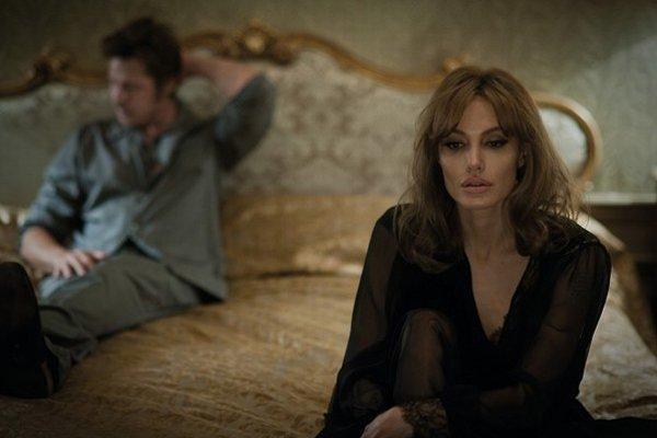 Brad Pitt ako spisovateľ a Angelina Jolie ako jeho partnerka.