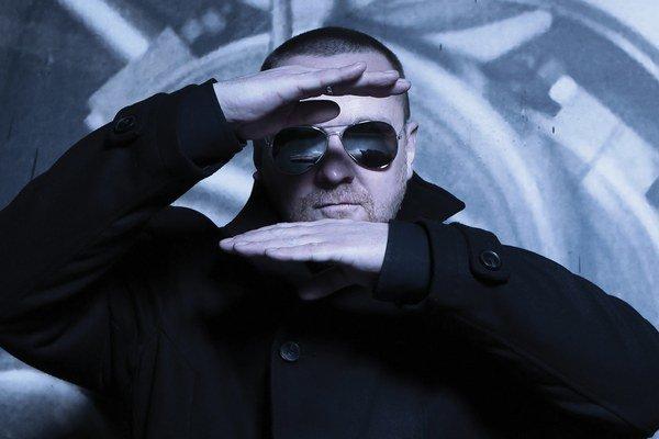 Whisky (na snímke) z kapely Slobodná Európa hovorí, že atmosféru na festivale Vrbovské vetry určuje recesistický humor hudobníka a spisovateľa Braňa Jobusa a jeho brata Andreja.