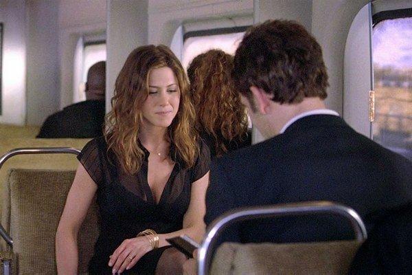 Jennifer Aniston a Clive Owen v snímke Vykoľajení: Hry s neverou (2005).
