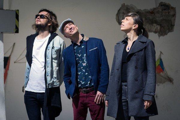 Na novom albume sa k zostave (sprava) Shina a Daniel Salontay vracia aj Marián Slávka.