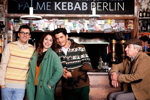 O Španieloch, ktorí pre prácu emigrovali, dnes rozpráva komédia Strácame sever.  Kamaráti Hugo a Braulio sa v nej rozhodli ísť do Berlína.
